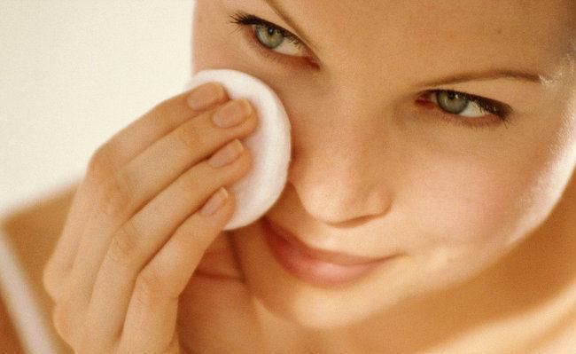 Боремся с шелушением кожи лица