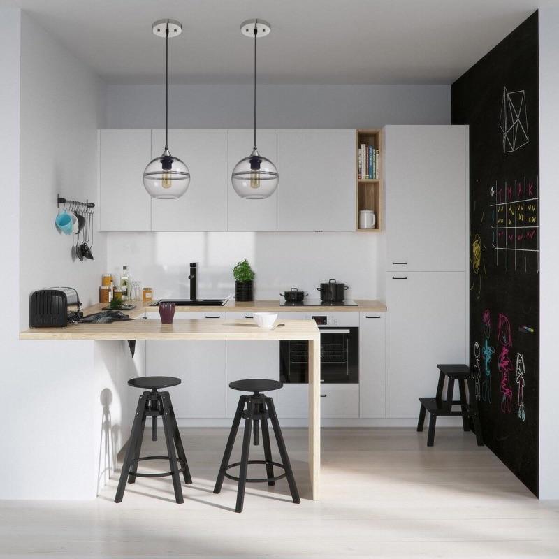 кухонный гарнитур белого цвета с барной стойкой